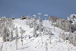 THEMENBILD - Verschneite Stützen des sechsen Sessellift Glocknerblick, am Freitag 11. Dezember 2020 in Kals // Snowy masts of the six chairlift Glocknerblick on Friday, December 11 2020 in Kals. EXPA Pictures © 2020, PhotoCredit: EXPA/ Johann Groder