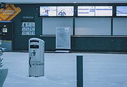 THEMENBILD - der geschlossene Ticketverkaufsbereich der Gletscherbahnen Kaprun bei Neuschnee, aufgenommen am 03. Dezember 2020, Kaprun, Österreich // the closed ticket sales area of the Gletscherbahnen Kaprun with fresh snow on 2020/12/03, Kaprun, Austria. EXPA Pictures © 2020, PhotoCredit: EXPA/ Stefanie Oberhauser