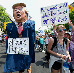 April 29, 2017 - Washington, District of Columbia, U.S. -  An estimated 200,000 citizens gather for the Peoples Climate March in Washington on President Trump's 100th day in office to demand an economy and government that works for families, communities, workers and the planet.(Credit Image: © Brian Cahn via ZUMA Wire)