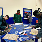 Nederland Rotterdam 6 februari 2009 20090206 Foto: David Rozing.Leerlingen VMB Noordrand college, studie richting techniek. .Dutch students technique technic technical, basic education, holland, student, students, , pupils, technique,  boys, boy, .....Foto: David Rozinge