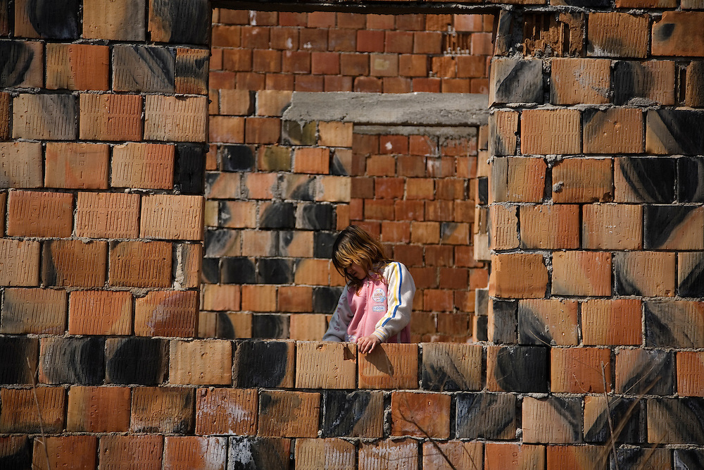 Children playing. A Roma family formerly from Gazela are living in Zemun Polje.