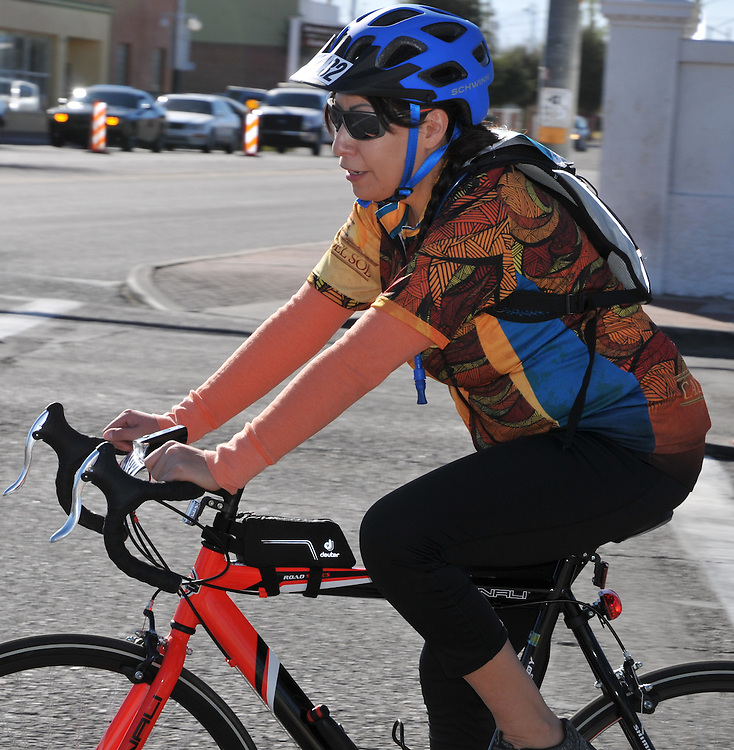 El Tour de Tucson 2016 fun ride finisher at 22nd Street and 6th Avenue. Bike-tography by Martha Retallick.