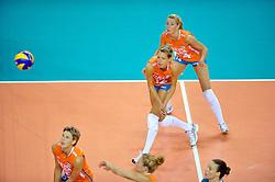 18-09-2011 VOLLEYBAL: DELA TROPHY NEDERLAND - TURKIJE: ALMERE<br /> Nederland wint met 3-0 van Turkije en wint hierdoor de DELA Trophy / (L-R) Ingrid Visser, Captain Manon Flier, Laura Dijkema<br /> ©2011-FotoHoogendoorn.nl