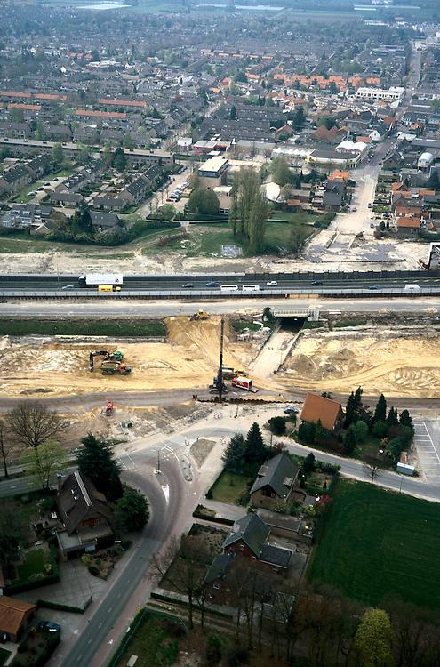 Nederland, Brabant, Breda, 04-04-2002; Prinsenbeek: Rijksweg A16 wordt verbreed (naar 2x3 rijstroken), de HSL komt parallel hieraan te lopen, graaf- en heiwerkzaamheden; de gebundelde (nieuwe) infrasteructuur wordt verdiept aanglegd om (geluids)overlast voor de woonwijk te minimaliseren; het huidige viaduct onder de autosnelweg komt te vervallen;.infrastructuur verkeer en vervoer spoor bouw <br /> luchtfoto (toeslag), aerial photo (additional fee)<br /> photo/foto Siebe Swart