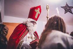 THEMENBILD - Nikolaus, während eines traditionellen Hausbesuchs der Nikoaus und Krampusgruppe Frieden, aufgenommen am 04. Dezember 2018 in Lienz, Österreich // Home visit from Krampus and Saint Nicholas. Krampus a mythical creature that, according to legend, accompanies Saint Nicholas during the festive season. Instead of giving gifts to good children, he punishes the bad ones, Lienz, Austria on 2018/12/04. EXPA Pictures © 2018, PhotoCredit: EXPA/ JFK