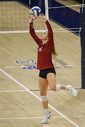 October 7, 2018 - Tucson, AZ, U.S. - TUCSON, AZ - OCTOBER 07: Washington State Cougars setter Ashley Brown (19) sets the ball during a college volleyball game between the Arizona Wildcats and the Washington State Cougars on October 07, 2018, at McKale Center in Tucson, AZ. Washington State defeated Arizona 3-2. (Photo by Jacob Snow/Icon Sportswire) (Credit Image: © Jacob Snow/Icon SMI via ZUMA Press)