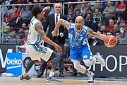 DESCRIZIONE : Beko Final Eight Coppa Italia 2016 Serie A Final8 Quarti di Finale Vanoli Cremona - Dinamo Banco di Sardegna Sassari<br /> GIOCATORE : David Logan<br /> CATEGORIA : Palleggio Penetrazione<br /> SQUADRA : Dinamo Banco di Sardegna Sassari<br /> EVENTO : Beko Final Eight Coppa Italia 2016<br /> GARA : Quarti di Finale Vanoli Cremona - Dinamo Banco di Sardegna Sassari<br /> DATA : 19/02/2016<br /> SPORT : Pallacanestro <br /> AUTORE : Agenzia Ciamillo-Castoria/L.Canu