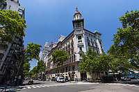 EDIFICIO AL FINAL DE AVENIDA DE MAYO, BARRIO DE MONSERRAT, CIUDAD AUTONOMA DE BUENOS AIRES, ARGENTINA (PHOTO BY © MARCO GUOLI - ALL RIGHTS RESERVED. CONTACT THE AUTHOR FOR IMAGE REPRODUCTION)