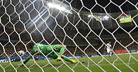 Fotball<br /> VM 2014<br /> 05.07.2014<br /> Nederland v Costa Rica<br /> Foto: imago/Digitalsport<br /> NORWAY ONLY<br /> <br /> Netherlands goalkeeper Tim Krul (L) blocks a penalty shot by Costa Rica s Bryan Ruiz during the penalty shoot-out of a quarter-finals match between Netherlands and Costa Rica of 2014 FIFA World Cup at the Arena Fonte Nova Stadium in Salvador, Brazil, on July 5, 2014. Netherlands won 4-3 on penalties over Costa Rica after a 0-0 tie and qualified for semi-finals on Saturday.