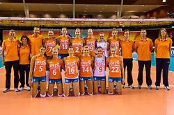 08-06-2012 VOLLEYBAL: EUROPEAN LEAGUE NEDERLAND - GRIEKENLAND: ALMERE<br /> Teamfoto Nederland, o.a. 5 Robin de Kruijf, 6 Maret Grothues, 9 Myrthe Schoot, 11 Caroline Wensink, 14 Laura Dijkema, 16 Debby Stam-Pilon, 18 Lonneke Sloetjes<br /> ©2012-FotoHoogendoorn.nl / Peter Schalk