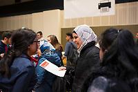 DEU, Deutschland, Germany, Berlin,20.02.2018: Jobbörse für geflüchtete Menschen im Hotel Estrel in Neukölln. Arbeitssuchende Geflüchtete haben sich angemeldet, um sich bei ausstellenden Arbeitgebern und Bildungsinitiativen über Berufsbilder und Ausbildungen zu informieren.