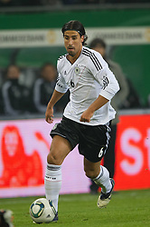 15.11.2011, Imtech Arena, Hamburg, GER, FSP, Deutschland (GER) vs Holland (NED), im Bild Sami Khedira (GER #06 Madrid) // during the Match Gemany (GER) vs Netherland (NED) on 2011/11/15, Imtech Arena, Hamburg, Germany. EXPA Pictures © 2011, PhotoCredit: EXPA/ nph/ Kokenge..***** ATTENTION - OUT OF GER, CRO *****