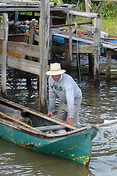 Canoas ancoradas na lagoa de Ibiraquera no municipio de Imbituba, SC. FOTO: Jefferson Bernardes / Preview.com