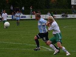 FODBOLD: Anders Henriksen (Helsingør) kæmper sig fri af Danny Holm (Virum) og scorer til 1-0 under kampen i Danmarksserien, pulje 1, mellem Virum-Sorgenfri Boldklub og Elite 3000 Helsingør den 15. august 2008 på Virum Stadion. Foto: Claus Birch