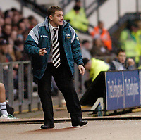 Photo: Leigh Quinnell.<br /> Derby County v Plymouth Argyle. Coca Cola Championship. 30/12/2006. Derbys boss Billy Davies gets behind his team.