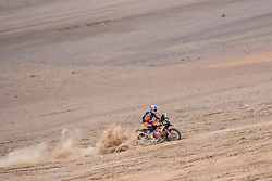 Sam Sunderland (GRB) of Red Bull KTM Factory Team races during stage 04 of Rally Dakar 2019 from Arequipa to o Tacna, Peru on January 10, 2019 // Marcelo Maragni/Red Bull Content Pool // AP-1Y39E86W11W11 // Usage for editorial use only // Please go to www.redbullcontentpool.com for further information. //
