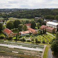Dømmesmoen i Grimstad sett fra luften en august dag.