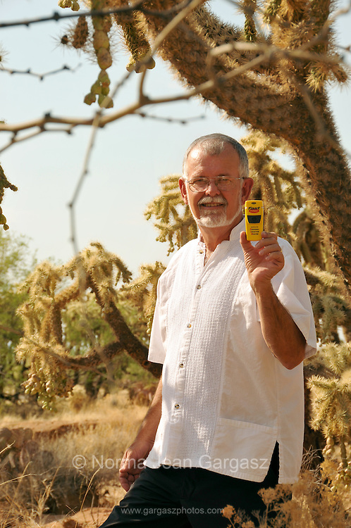 Rev. Dr. Robin Hoover, founder of Project Find Me!/Proyecto Rescatame!, promotes the use of Personal Location Beacons that employ GPS technology to aid migrant groups who may become distressed while crossing from Mexico in to the deserts of Arizona, USA.