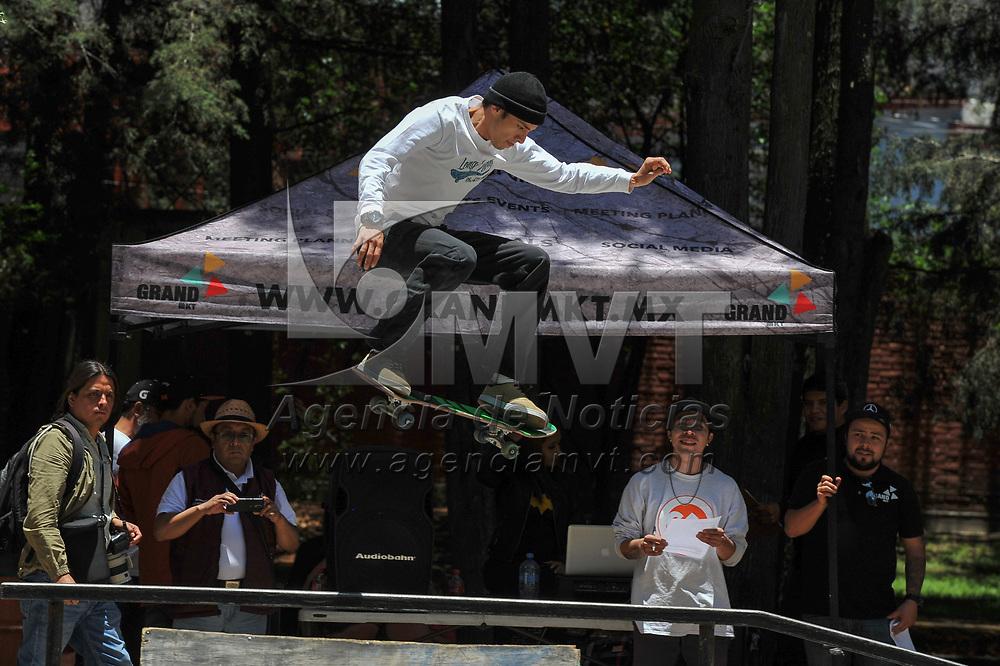 Toluca, México.- Jovenes participan en el Concurso Estatal Juvenil de Skate Boarding 2019 en el parque ambiental metropolitano. Agencia MVT / Mario Vázquez de la Torre.