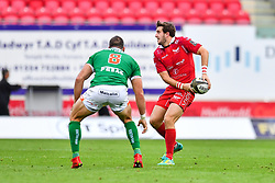 Dan Jones of Scarlets in action during todays match<br /> <br /> Photographer Craig Thomas/Replay Images<br /> <br /> Guinness PRO14 Round 3 - Scarlets v Benetton Treviso - Saturday 15th September 2018 - Parc Y Scarlets - Llanelli<br /> <br /> World Copyright © Replay Images . All rights reserved. info@replayimages.co.uk - http://replayimages.co.uk