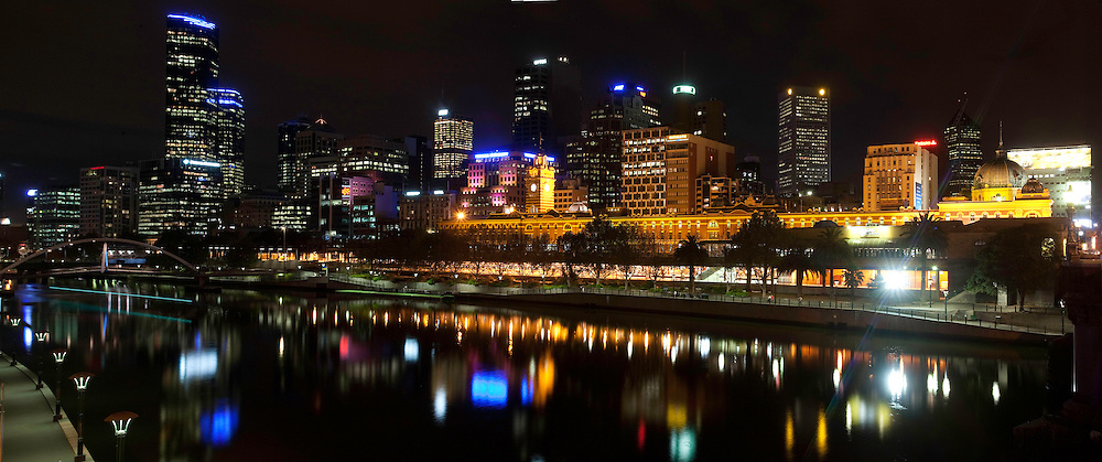 Before photo of Melbourne CBD skyline from Southbank..EH09_Australia_Melbourne_Federation Square_28/03/09_(c) WWFAustralia/Joseph Feil