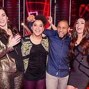 NLD/Hilversum /20131213 - Halve finale The Voice of Holland 2013, Gerrie Dantuma krijgt een kaakslag van Mitchell Brunings