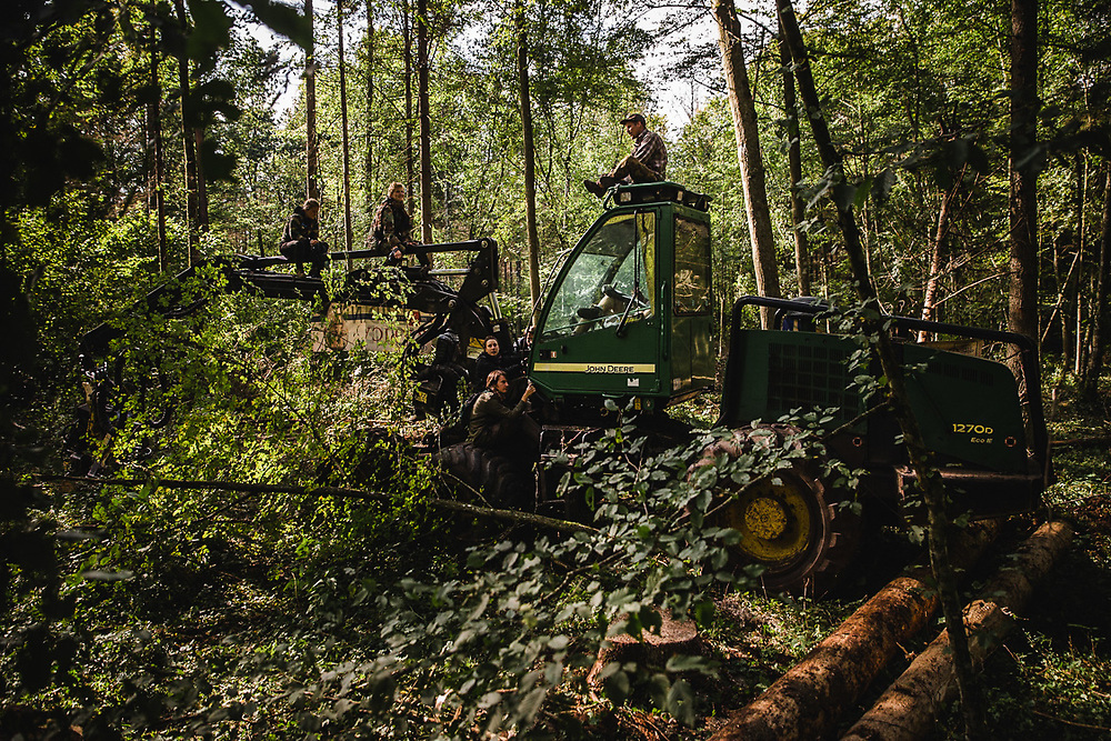 When activists gets a signal that there're ongoing works in the forest that's probably illegal, they try to stop the logging. Harvester and forwarder machines has been blocked durning logging.