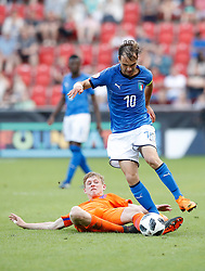 Netherlands' Wouter Burger (left) and Italy's Alessio Riccardi battle for the ball during the UEFA European U17 Championship final at the AESSEAL New York Stadium, Rotherham.