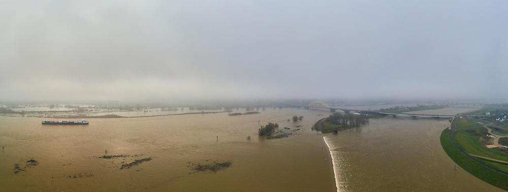 Nederland, Gelderland, Nijmegen, 04-002-2021; Hoog water in de Rijn, ten gevolge van regen en smeltwater bij de bovenloop van de rivier, zorgt voor hoge waterstanden. Ook het peil van de Waal bij Nijmegen is hoog. Het water wordt nu ook afgevoerd via de nieuw aangelegde nevengeul, de Spiegelwaal rechts de toegang, Lent in het midden.<br /> High water in the Rhine, as a result of rain and meltwater at the upper course of the river, causes high water levels. The level of the Waal near Nijmegen is also high. The water is now also discharged via the newly constructed side channel, the Spiegelwaal (near Lent).<br /> <br /> drone-opname (luchtopname, toeslag op standaard tarieven);<br /> drone recording (aerial, additional fee required);<br /> copyright foto/photo Siebe Swart