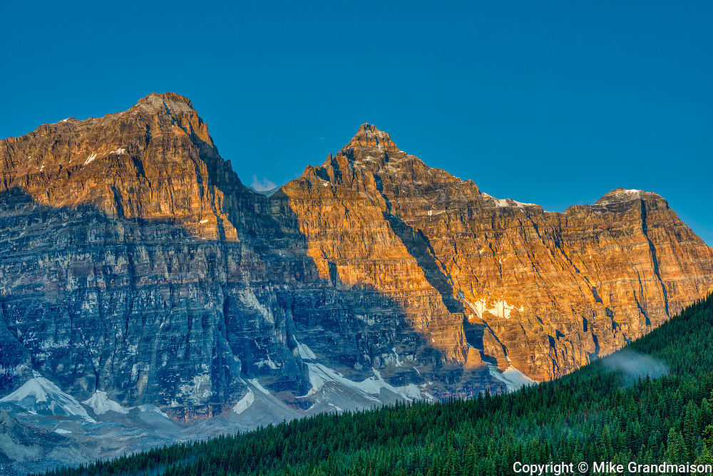 Moraine Lake and the Valley of the Ten Peaks at sunrise. Mount Tuzo (left), Deltaform Mountain and Neptuak Mountain (right).<br />