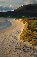 Playa Horgabost contra isla Taransay. Horgabost Beach nearby Taransay Island. South Harris Island. Outer Hebrides. Scotland, UK
