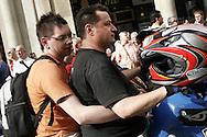Torino, Gay Pride 2006: coppia di gay
