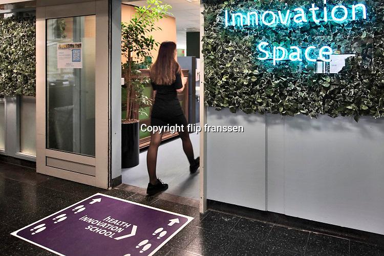 Nederland, Nijmegen, 28-1-2020In het Reshape center, de innovatieafdeling van het UMCRadboud  monitoren medewerkers patienten op afstand via een experimenteel onderzoeksproject .Foto: Flip Franssen