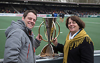 AMSTELVEEN - EHF president   Marijke Fleuren and player Taeke Taekema,  with the EHL cup   .  During next Easter the first round will take place in Amstelveen.  COPYRIGHT KOEN SUYK