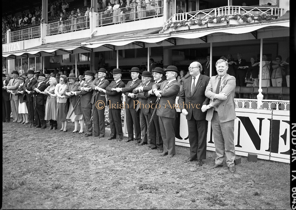 Guinness Competitions At The RDS Horse Show.(R39)..1986..09.08.1986..08.09.1986..9th August 1986..At the Dublin Horse Show at the RDS, Guinness sponsor several events,The Guinness Match International, The Novice Championship and the Guinness Tankard...We'll met again! All the judges and officials join hands to finish off this year's event and look forward to next year.