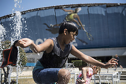 MELBOURNE, Jan. 24, 2019  Spectators play at a fountain during the 2019 Australian Open in Melbourne, Australia, on Jan. 24, 2019. The Melbourne Park witnessed hot weather here on Thursday. (Credit Image: © Lvxiaowei/Xinhua via ZUMA Wire)