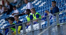 Lyngby-reserverne på tribunen i stedet for udskiftningsbænken under kampen i 3F Superligaen mellem Lyngby Boldklub og FC København den 1. juni 2020 på Lyngby Stadion (Foto: Claus Birch).