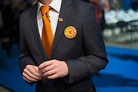 DEU, Deutschland, Germany, Berlin,26.02.2018: Ein Delegierter mit Merkel Forever Button beim Parteitag der CDU in der Station. Die Delegierten stimmten mit großer Mehrheit für die Neuauflage der Großen Koalition (GroKo).