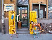 Sklep z antykami na ulicy Limanowskiego w Krakowie