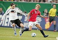Fotball, 11. februar 2009 , Privatkamp , Tyskland - Norge<br /> Germany - Norway 0-1<br /> Per Ciljan Skjelbred , Norge og Torsten Frings , Tyskland