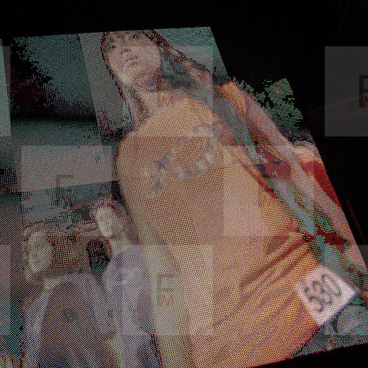 Il Primo giorno della settimana della moda a Milano: la performance delll'artista Pistoletto proiettata sul maxi schermo in Piazza Duomo<br /> <br /> The open day of the Milan fashion week 2012 edition: the Pistoletto performance shown on the big screen in Duomo square