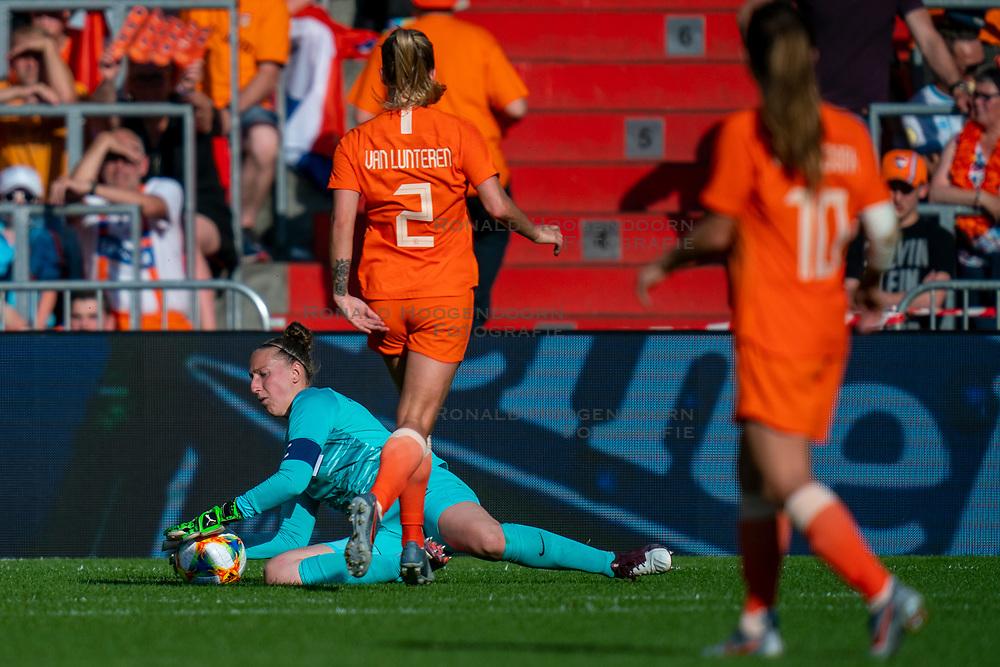 01-06-2019 NED: Netherlands - Australia, Eindhoven<br /> <br /> Friendly match in Philips stadion Eindhoven. Netherlands win 3-0 / goalkeeper Sari van Veenendaal #1 of The Netherlands