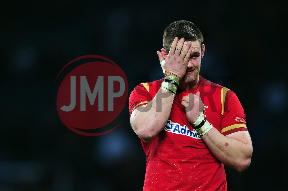 Dan Lydiate of Wales looks dejected after the match - Mandatory byline: Patrick Khachfe/JMP - 07966 386802 - 12/03/2016 - RUGBY UNION - Twickenham Stadium - London, England - England v Wales - RBS Six Nations.