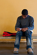 Belo Horizonte_MG, Brasil...Prova da 2a Olimpiada Escolar de Conhecimento promovido na Escola Municipal Luiz Gatti no Bairro Conjunto Ademar Maldonado, Barreiro. Na foto um aluno estudando antes da avaliacao. ..2nd Olympiad of Knowledge, promoted at the Municipal School Luiz Gatti Set Ademar, in the Conjunto Ademar Maldonado neighborhood, Barreiro. In this photo, a student studying before the test...Foto: NIDIN SANCHES / NITRO