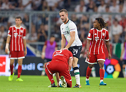 MUNICH, GERMANY - Tuesday, August 1, 2017: Liverpool's captain Jordan Henderson and Bayern Munich's Mats Hummels during the Audi Cup 2017 match between FC Bayern Munich and Liverpool FC at the Allianz Arena. (Pic by David Rawcliffe/Propaganda)
