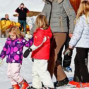 AUD/Lech/20110219 - Fotosessie Nederlandse Koninklijke Familie 2011 op wintersport in Lech, Maxima, kinderen Prinses Catharina-Amalia,  Alexia, Ariane