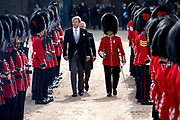 Staatsbezoek van Koning Willem Alexander en Koningin Máxima aan het Verenigd Koninkrijk<br /> <br /> Statevisit of King Willem Alexander and Queen Maxima to the United Kingdom<br /> <br /> Op de foto / On the photo: Koning Willem Alexander en koningin Maxima worden ontvangen door koningin Elizabeth op de welkomstceremonie op de Horse Guards Parade <br /> <br /> King Willem Alexander and Queen Maxima are received by Queen Elizabeth at the welcome ceremony at the Horse Guards Parade