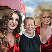 NLD/Amsterdam/201905225 - Amsterdamdiner 2019, Mabel met enkele travestieten