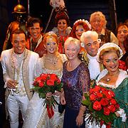 NLD/Amsterdam/20051002 - Premiere Beauty and the Beast, cast en minister Maria van der Hoeven