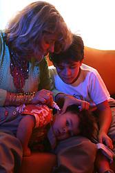 A publicitária Sandra Maria Madalosso Rodrigues, 37, e seus filhos Joel, 2, e João Pedro, 6. FOTO: Jefferson Bernardes/Preview.com